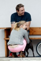 kristen_bell_butt_crack_while_taking_a_bike_ride_in_la_hq_04